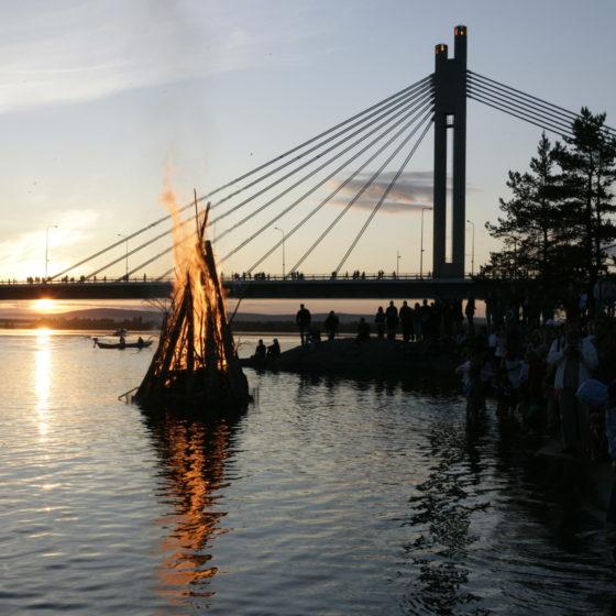 Kokko Rovaniemen juhannusjuhlassa