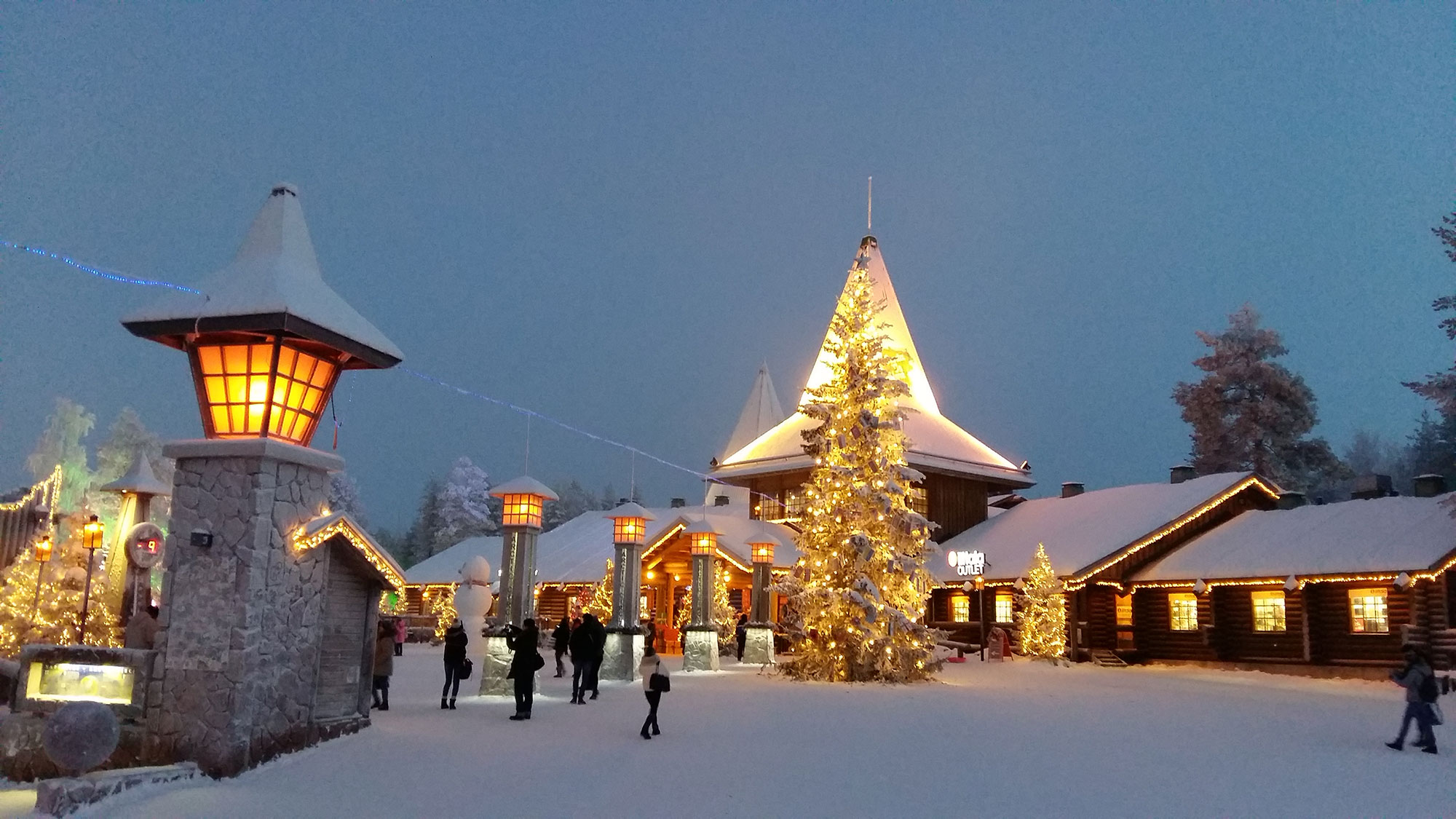 Lapland with children an itinerary by irish blogger corrina stone santa claus village at the arctic circle photo by corrina stone solutioingenieria Image collections