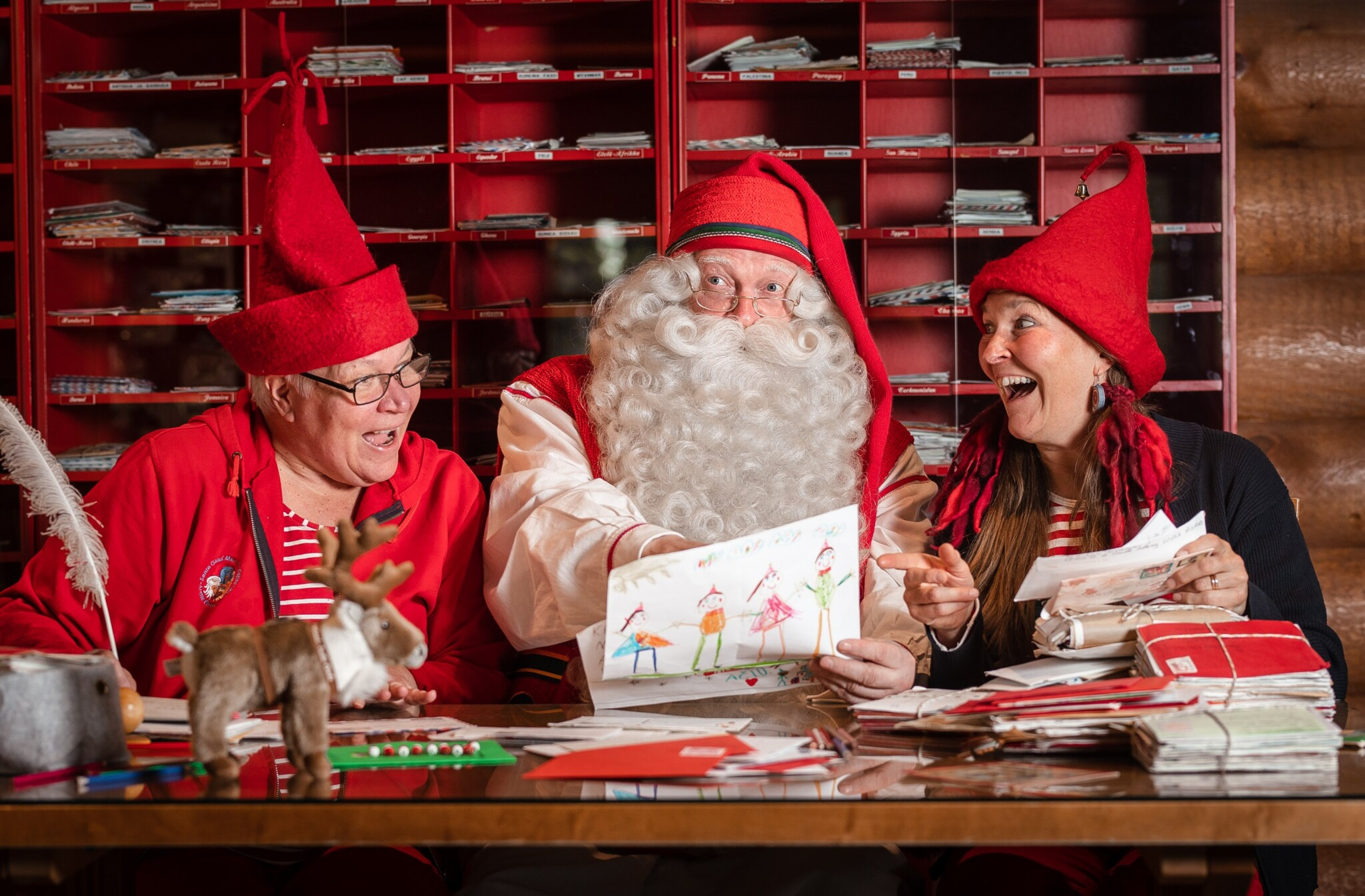 Santa Claus with Elves at Post Office at the Arctic Circle in Rovaniemi Lapland Finland (6) (1)