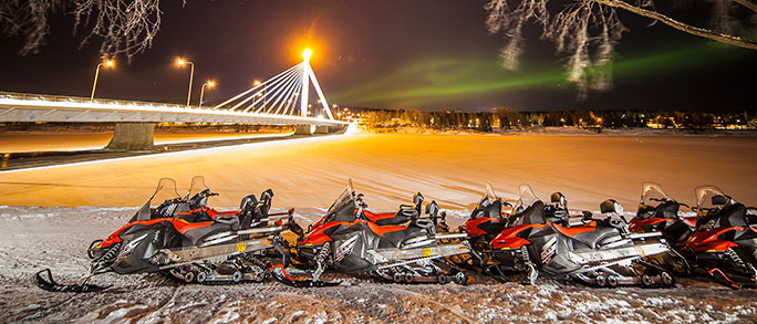 visit-rovaniemi-northern-lights-snowmobiles