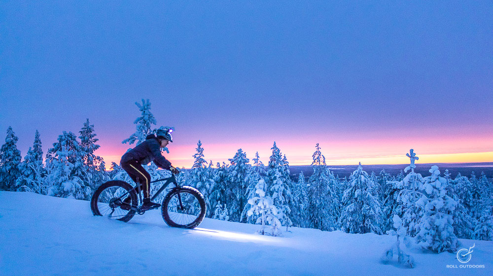 Riding a fatbike in the snow in the polar night with Roll Outdoors in Rovaniemi, Lapland, Finland