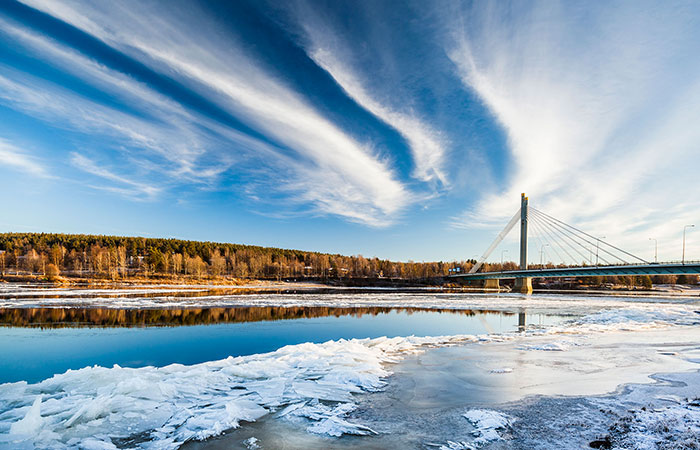 visit-rovaniemi-when-to-go-ice-break-700x450