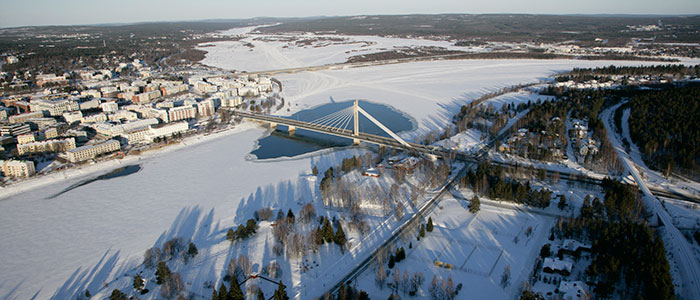 visit-rovaniemi-winter-activities-aerial-river-banks-walk