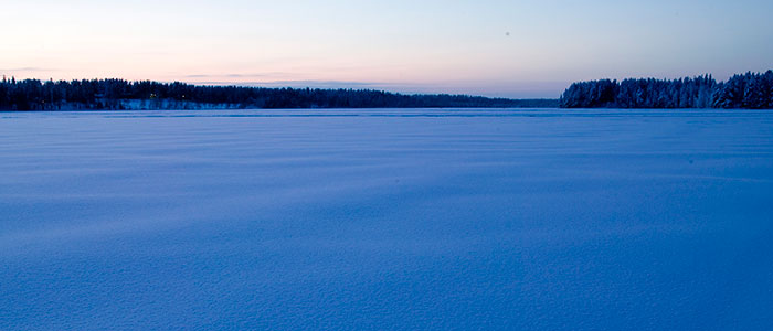 visit-rovaniemi-winter-activities-frozen-river