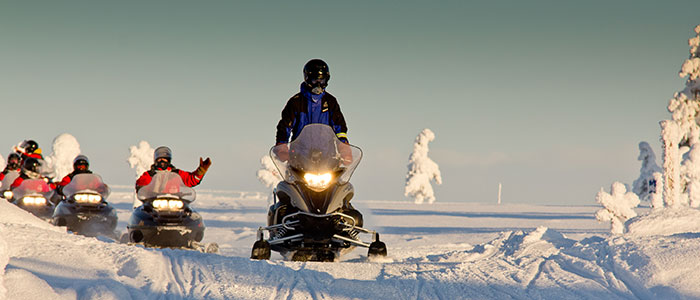 visit-rovaniemi-winter-activities-snowmobiling-lapland-safaris